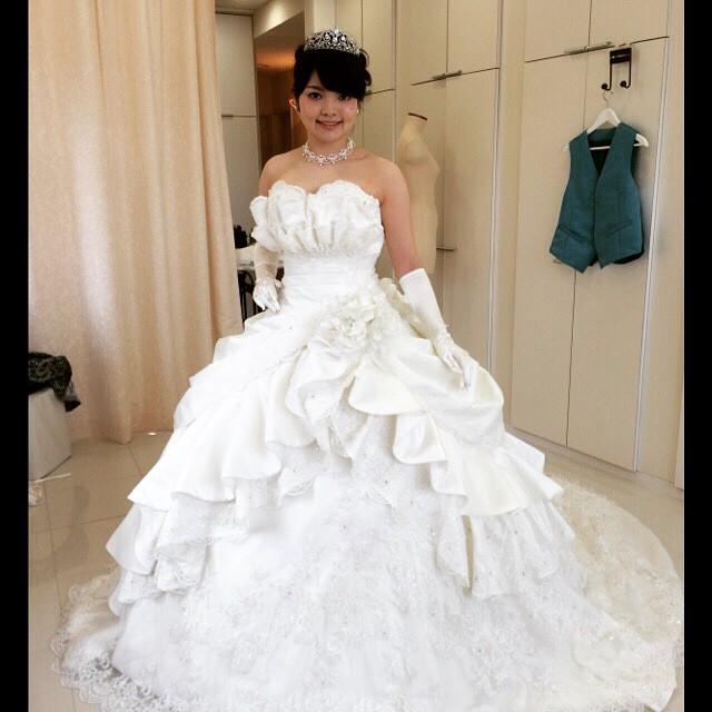 のイブちゃん、 で更にゴージャスに!! ウェディングドレスは本仮縫いでしたが とても気に入って下さいました。 Eve-chan who is a soprano singer