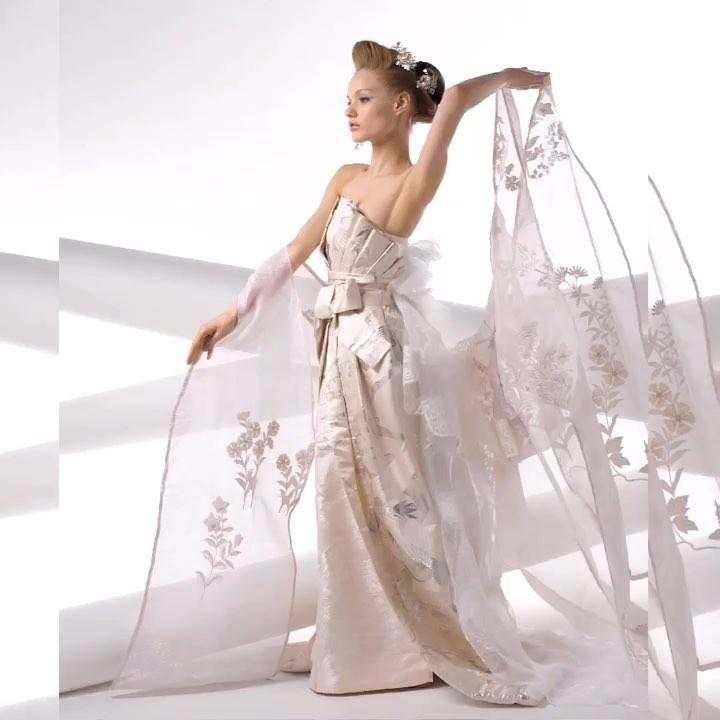 【普通のウェディングドレスじゃない特別感】  透明感のあるシルクの生地に手刺繍を施した 上質な白無垢ウェディングドレス  ドレスは着るだけで細くなるように作られた魔法のドレス。  あなたも奇跡のドレスを着てみませんか? @aliansa