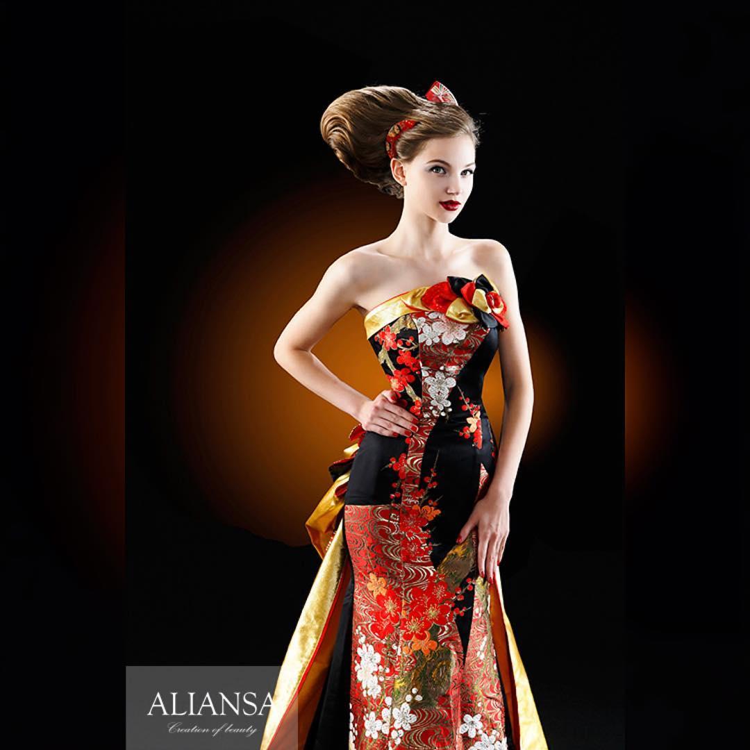 この前の写真のマーメイドドレス フロントデザイン。 ALIANSA の和ドレス は上品なイメージで仕上げたいから、敢えてシンプルに仕上げて素材の良さを前面に。