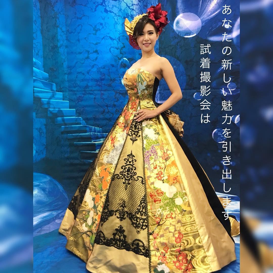 ドレス試着会でKaoriさんの選んだドレスは、ゴールドと黒のレースが大人の雰囲気を醸し出すAライン ・ ポージングもステキです。   今度の試着会に参加ご希望の方は LINE@で登録すると、不定期開催イベントのお知らせが届きます♪  https://line