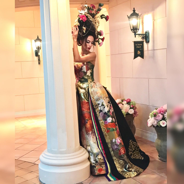視線の位置を少し変えるだけで  イメージ写真が美しくなる   どんな風にすればキレイに見える    写真を撮るときは  写真に撮られた時の画像を見ながら  少しでも角度を変えて  その人の  「一番キレイ」  を探し出す   その位置や角度が  人それぞれ違うから  面白い   あなたのキレイを見つけます   試着  11月9日のファッションショーで  上田美江子さんと  上田惠衣香の  上田コンビが  プロの魅せ方を  いらした方だけに  お教えします  **********************  9月29日はブライダルのファッションショー 11月9日にはあなたが美しくなる ファッションショーを 予定しています️   モデル募集 各種イベントのご案内は LINE@から発信しています❣️   LINEでお調べの際は @wa-dress をID検索してください。 ID検索をする際は@を忘れずに  メッセージお気軽に送って下さいねー お待ちしております   ️プロフィールからメッセージ下さいませ️ @aliansa
