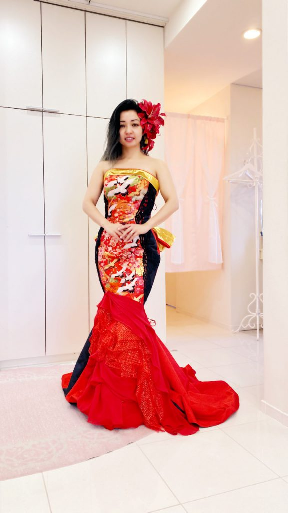 細見え効果 アリアンサ 華やか赤のマーメイドドレス Kimono dress
