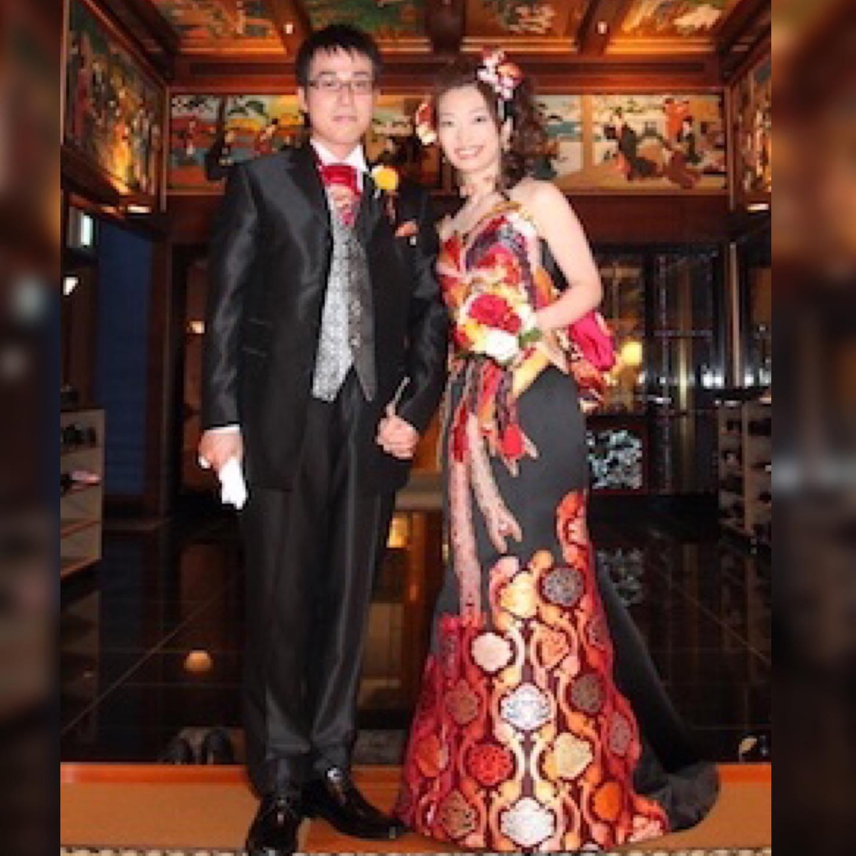 みさとさん、お式のお写真  いつ見ても美しい❣️  お尻がコンプレックスだと おっしゃっていたけど 実はドレスを着るのに 魅力的に見せるポイントだった  ドレスを作るときに 如何に魅力的なラインを作り出すか・・・   いっぱい話しながら作ったよね  それも素敵な思い出  結婚式の衣装って大事  いろいろ悩んだ経過さえも ずっと残るから・・・   このドレスと同じドレスは 世界中どこを探しても 絶対ない️  みさとさんだけのドレスだから   **********************  9月29日は ブライダルのファッションショー 11月9日は あなたが美しくなるファッションショーを 予定しています️  各種イベントのご案内は LINE@から発信しています❣️  LINEでお調べの際は @wa-dress をID検索してください。 ID検索をする際は@を忘れずに  メッセージも お気軽に送って下さいねー お待ちしております   ️プロフィールからメッセージ下さいませ️ @aliansa