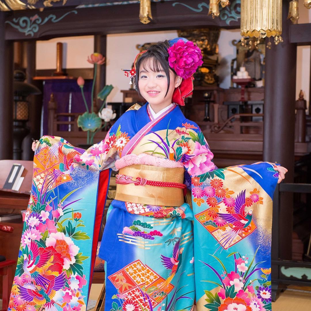 二分の一成人式ってご存知ですか? ・ 松姫で有名な信松院のお嬢様、 Kanoちゃんの二分の一成人式の 記念すべき撮影をお手伝いさせて頂きました。 ・ 二分の一とはいえ、既に女性としての美しさがキラリ ・ 素敵な一日になりました。 Kanoちゃんドレスバージョンは明日お知らせいたします。 ・ ・ アリアンサのドレスの特徴は 着るだけで、スタイル良くなれるドレス ・ スタイルよく見えるのはご本人の体型だけではありません。 ・ その秘密は試着に来てのお楽しみ♪ ・ DMから試着予約ができます。 ・ プロフィールから、DMにてご連絡下さいませ❣️ ・ こちらをクリック @aliansa