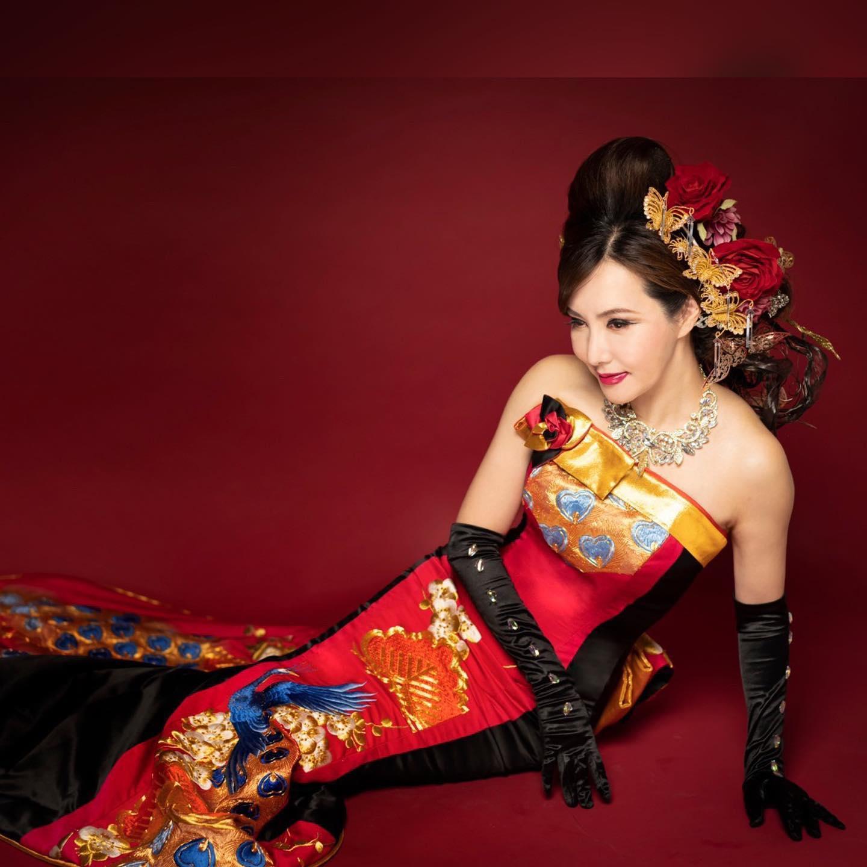 美しいモデル@amy_nakagawa さん どんな華やかなヘアメイクでもエレガントでアートな仕上がりになるヘアメイクアップアーティスト @miekoueda1958 さん オリジナリティあふれる撮影が楽しいフォトグラファー @okamototakuya_plusbe さん スペシャリストが揃うとドレスはアートになる #オリジナル #フォトプラン #マーメイドドレス #ドレス選び #プレ花嫁 #ドレスデザイナー #ドレスショップ #着物ドレス #和ドレス #ウエストシェイプ #大人ドレス #ドレス探し #プレ花嫁さんと繋がりたい #カラードレス #お色直し #お色直しドレス #日本中のプレ花嫁さんと繋がりたい #くびれ #フォトウェディング