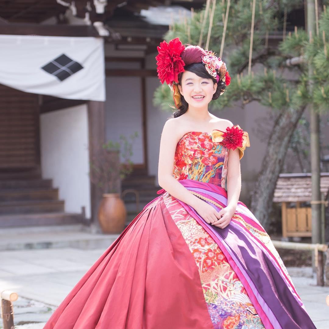 二分の一成人式、Kanoちゃんドレス編 ・ 松姫で有名な信松院のお嬢様、 Kanoちゃんの二分の一成人式の 記念すべき撮影をお手伝いさせて頂きました。 ・ 前回の着物とはまた別の魅力❣️ ・ 松姫の見守る中、 美しい信松院での撮影は大歓迎とのことですので、一度問い合わせてみてくださいね。 ・ 美しいお寺さんでの撮影は、 記念に残る素敵な思い出になります。 ・ 信松院 http://shinshouin