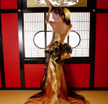 ゴールドと黒のコンビがかっこいいマメーイドドレストレーンがあるとやっぱりスタイルよ…