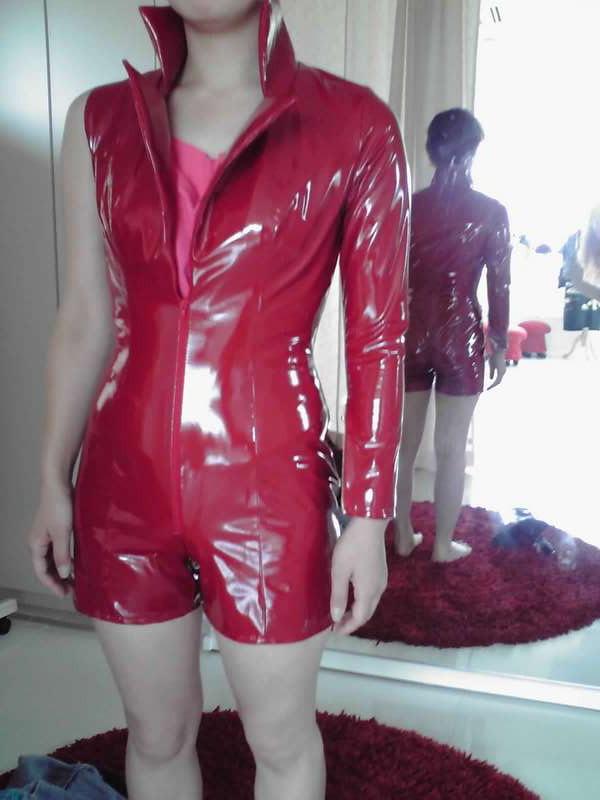 イベントの衣装。エナメルスーツ