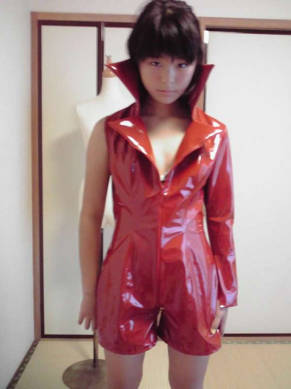 エナメルスーツ 衣装製作 ショートパンツ 赤のエナメルスーツ アリアンサ
