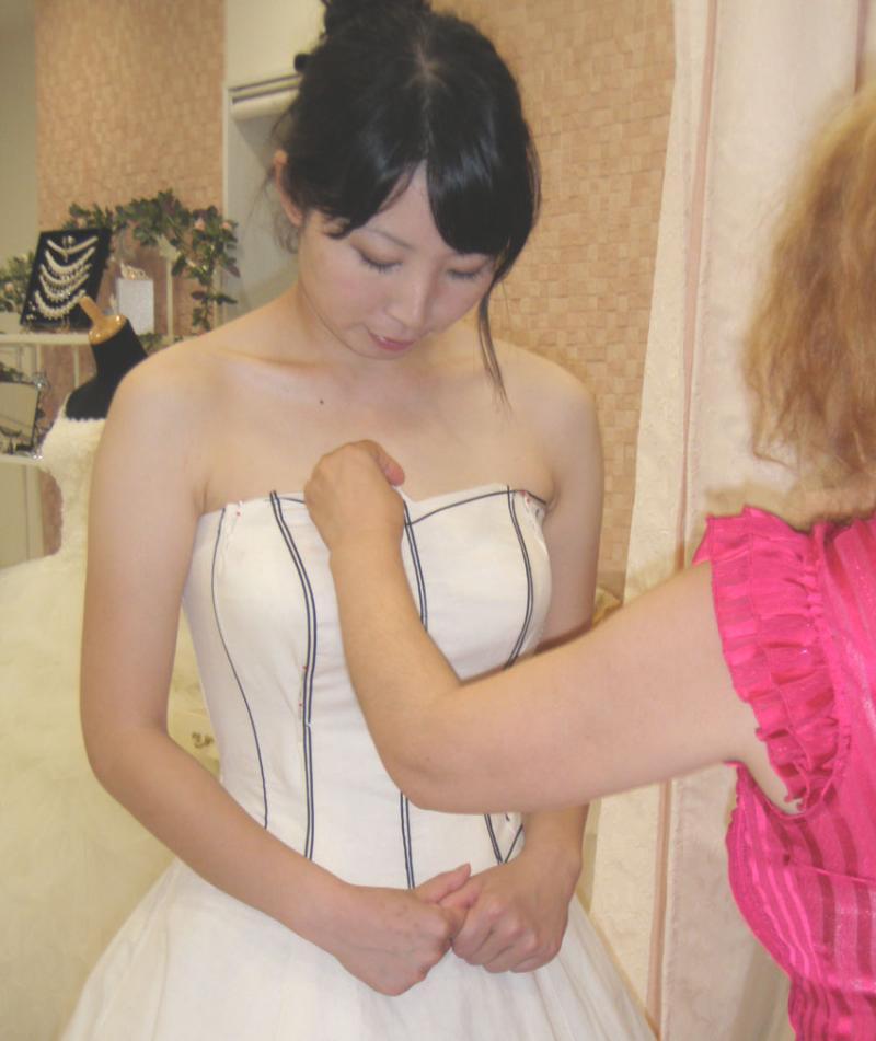 ビスチェドレス 仮縫い Aライン 胸元のデザイン シルエット アリアンサ