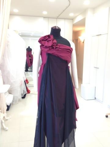 黒いドレス風 ローズの生地を重ねてドレス風 アリアンサ