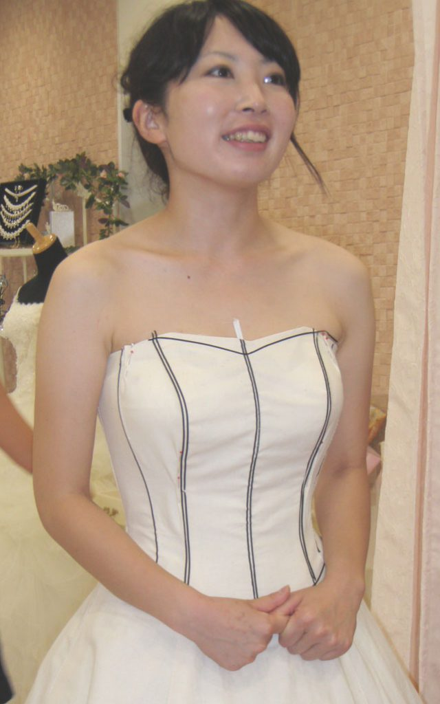 胸元ライン 仮縫い デザイン 確認 アリアンサ