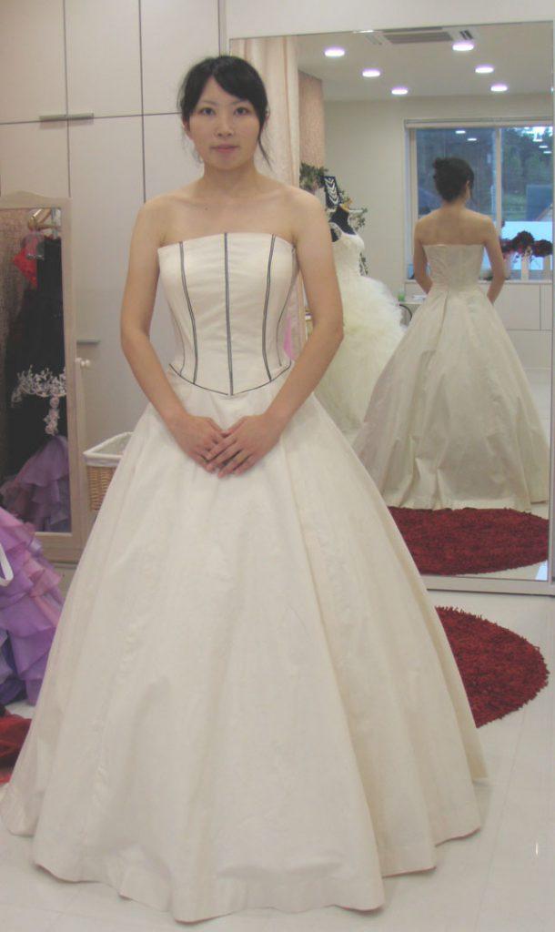 Aラインドレスの仮縫い ビスチェ シルエットチェック アリアンサ